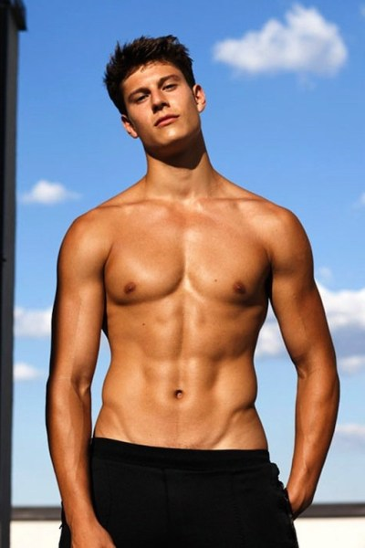 Young Hunk Eian Scully (1)