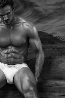 Rugby player Thom Evans in underwear (7)