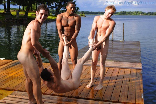 Hot Guys Skinny Dipping (2)