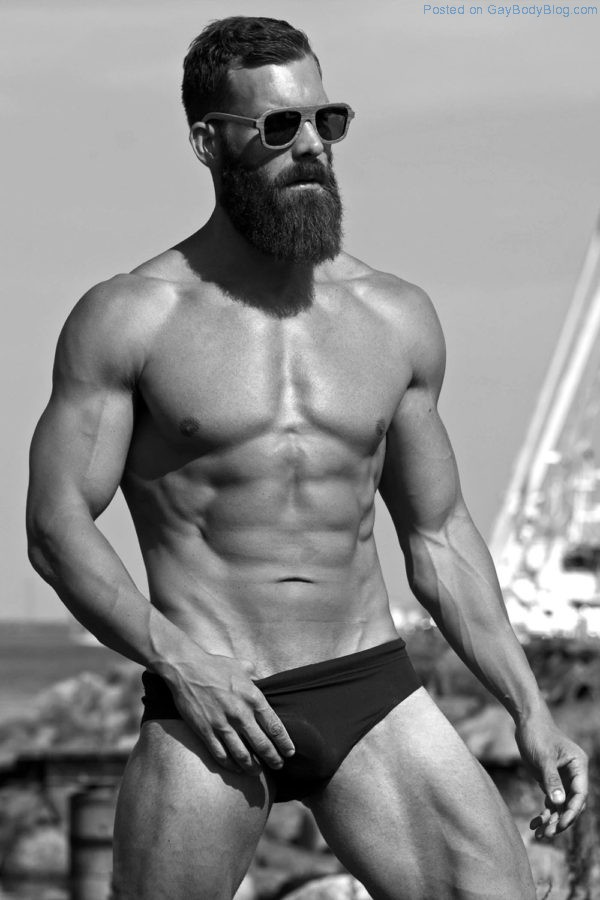 Bearded Hunk Simon Skou Is Too Distracting To Be A Personal Trainer 7