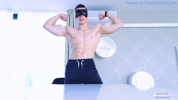 Check this muscley hunk jerk off