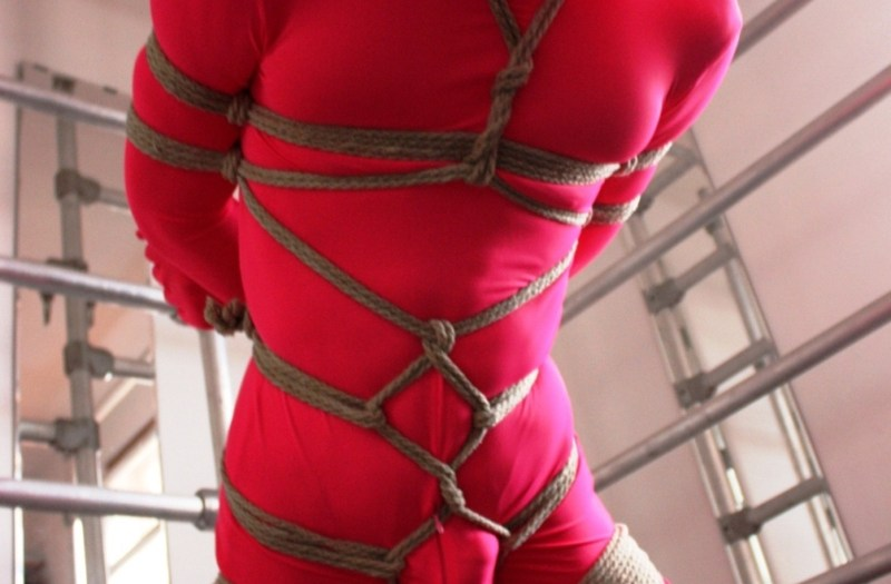 LondonRopeTop Red Zentai Guy