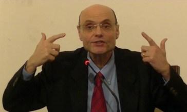 Sarai anche fondamentalista, ma questo non ti legittima a molestare il cadavere di Dj Fabo!
