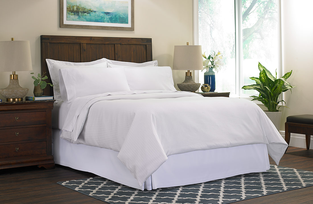 Striped Bed Amp Bedding Set Gaylord Hotels Store
