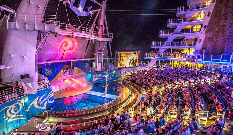 Bühne Atlantis Mittelmeer Kreuzfahrt