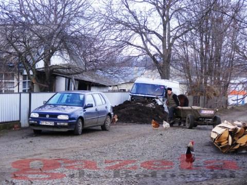 protest- drum- judetean-gropi-nicseni-roma-casa-fisuri-tinaj-rural-sate-drumuri-masini (48)