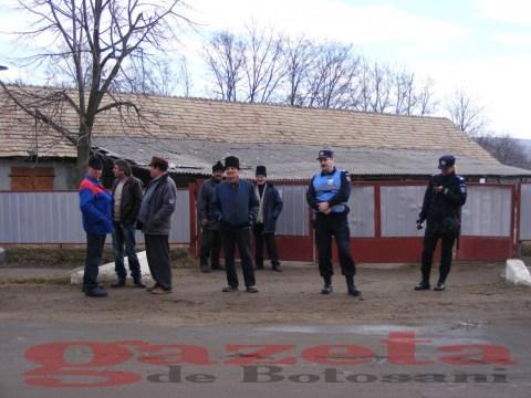 protest- drum- judetean-gropi-nicseni-roma-casa-fisuri-tinaj-rural-sate-drumuri-masini (83)