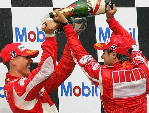 Massa e Schumacher, duello di champagne (Afp)