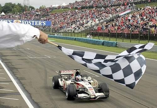 E' fatta! Jenson Button ha vinto il GP d'Ungheria. Ap