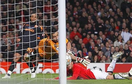 Il gol di Carlos Tevez nella gara di ritorno