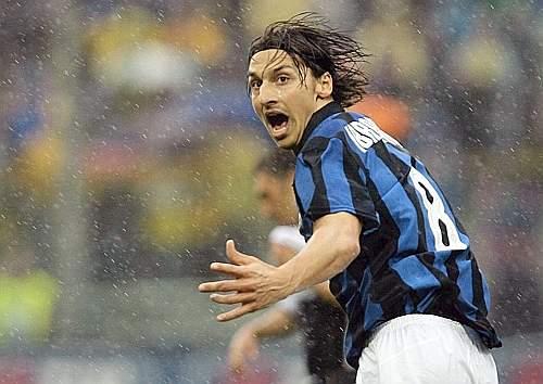 All'ultima giornata ritorna Ibrahimovic, i nerazzurri vincono a Parma e sono campioni d'Italia. Reuters