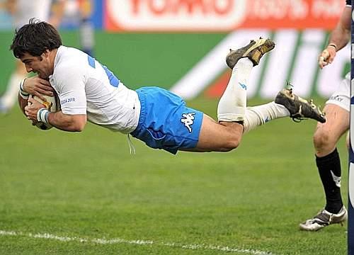 Canavosio vola verso la meta contro la Scozia. (GazSport)