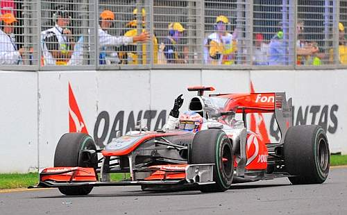 Jenson Button sul traguardo. (GazSport)