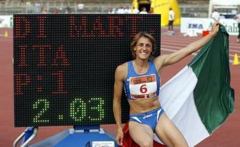 Antonietta Di Martino accanto al tabellone con il suo record. Omar Bai