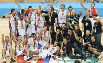 La gioia dei russi, d'oro per la prima volta in Europa dopo la dissoluzione dell'Urss. Ap