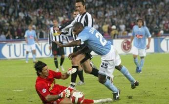 Il momento del contatto tra Zalayeta e Buffon. Ansa