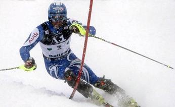 Manfred Moelgg in azione nello slalom. Ansa da GAZZETTA.IT
