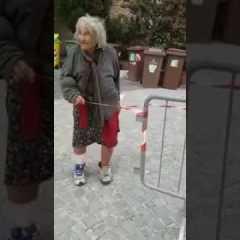 Anziana bestemmia per il terremoto