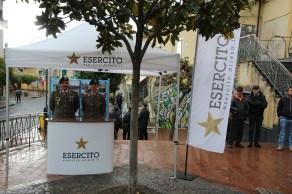 4. Infoteam dsellesercito allestito in piazza fornito dal 4° reggimento carri di Persano