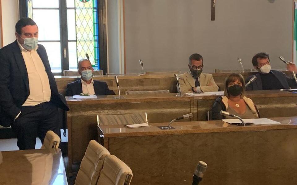 Novara – La Giunta ha approvato una variazione di bilancio per abbattere la Tari degli esercizi di somministrazione