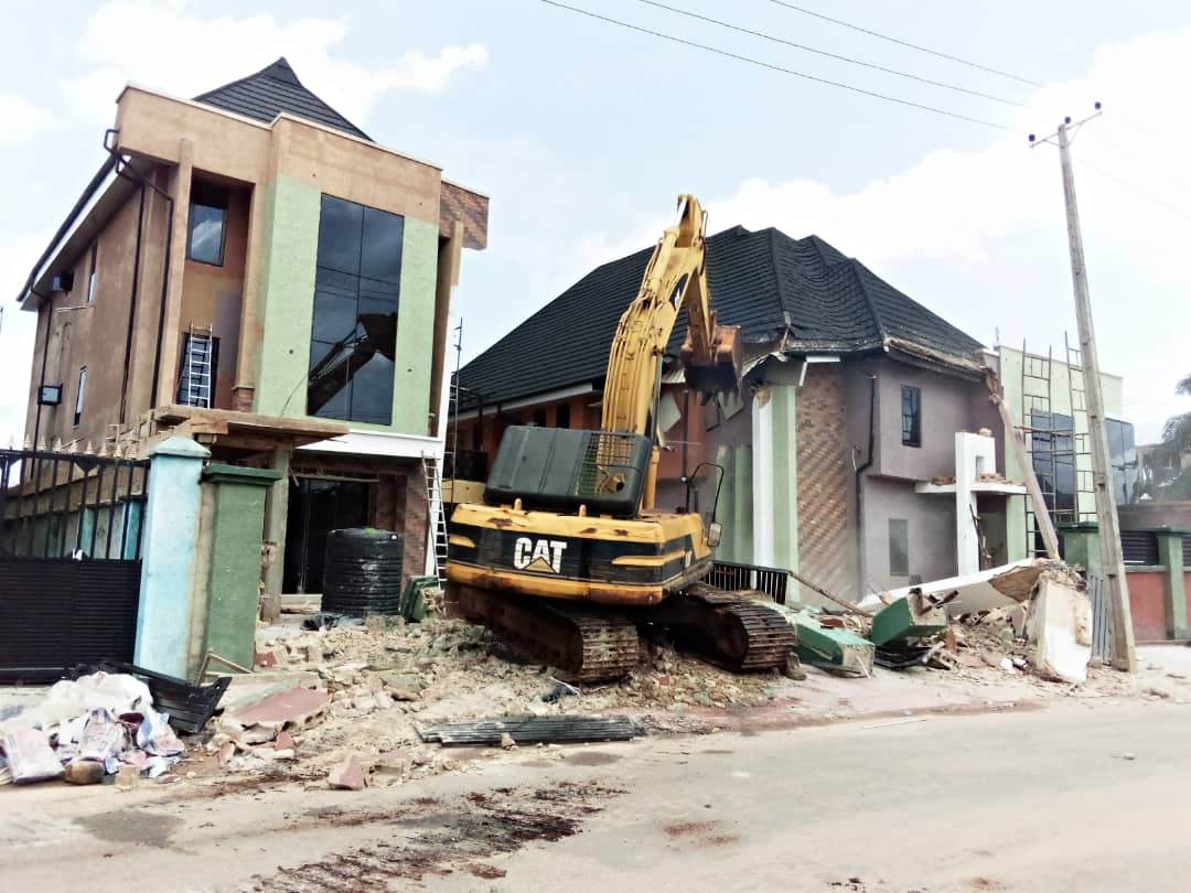 Edo enforces physical planning laws, demolishes two illegal structures in Benin