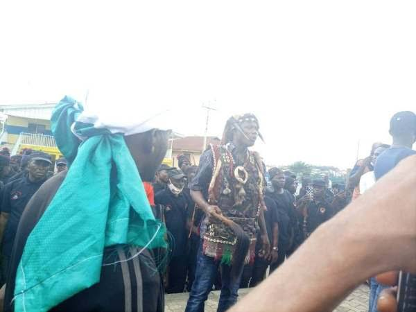 #EndSARS: Oshogbo hunters join protesters; promise protection