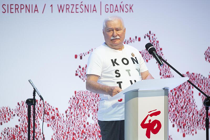 Lech Wałęsa, podczas wprowadzenia dorozmów oSolidarności nanowe czasy, przedstawił główne - jego zdaniem wyzwania stojące przed Polską iświatem ery globalizacji itechnologizacji