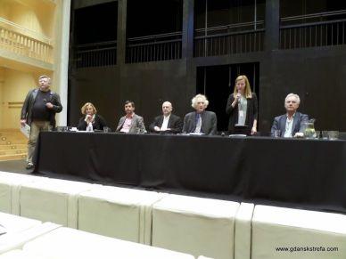 od lewej: moderator Piotr Wyszomirski, dr Joanna Puzyna-Chojka, Jarosław Zalesiński, prof. Jacek Dominiczak, Władysław Zawistowski, Magdalena Hajdysz, prof. Jerzy Limon