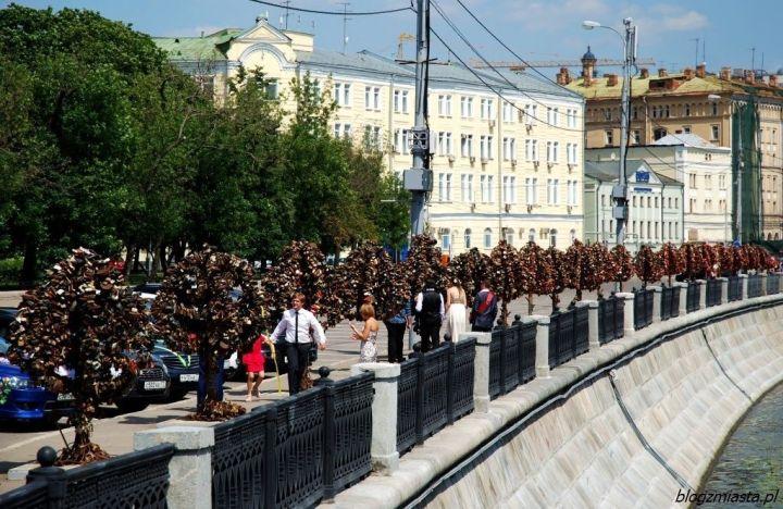 Moskwa: Most Łużkowa i drzewka miłości