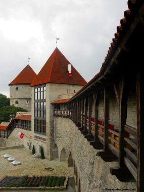 Ogrody Duńskiego Króla, Baszta Dziewic. W baszcie było więzienie dla prostytutek, stąd nazwa.