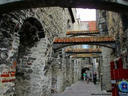 Jedna z najpiękniejszych ulic Tallinna Katariina käik, czyli pasaż św. Katarzyny