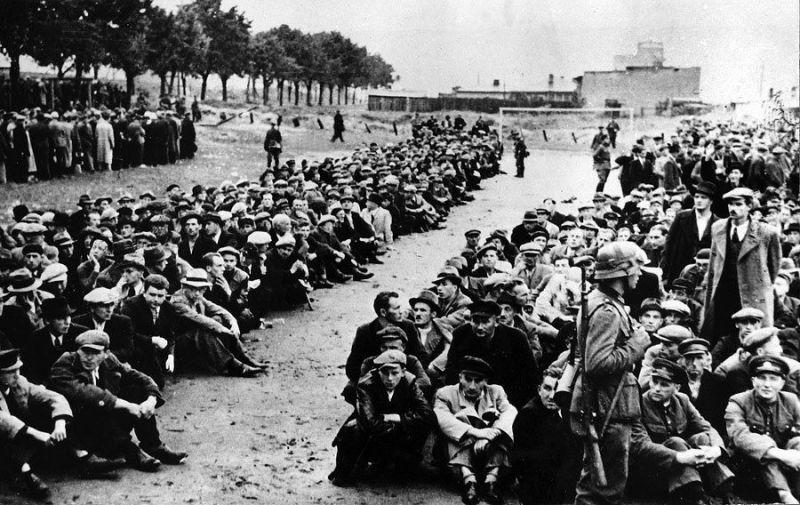 Polacy aresztowani w Gdyni w 1939 roku.