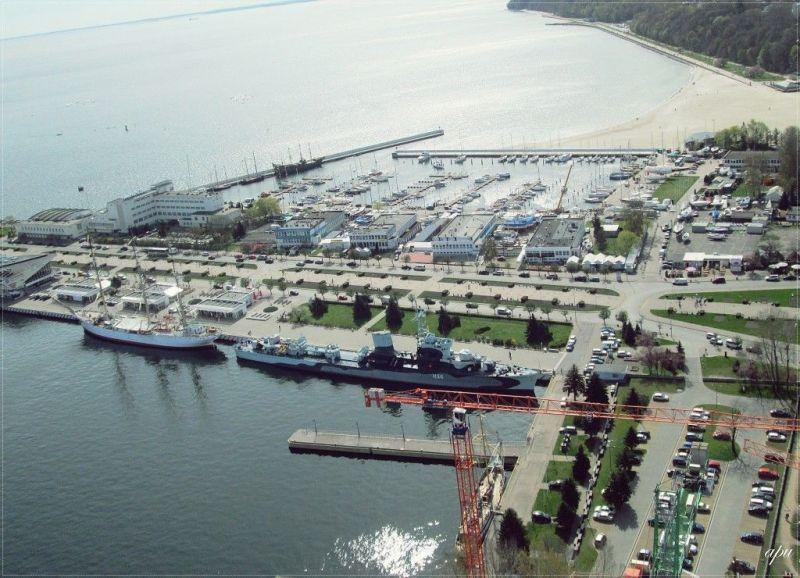 ORP Błyskawica widziany z Sea Towers