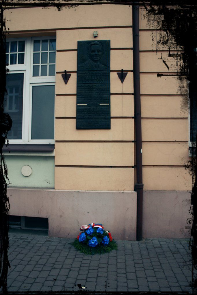 Pamiątkowa tablica na kamienicy przy ulicy Wileńskiej 6