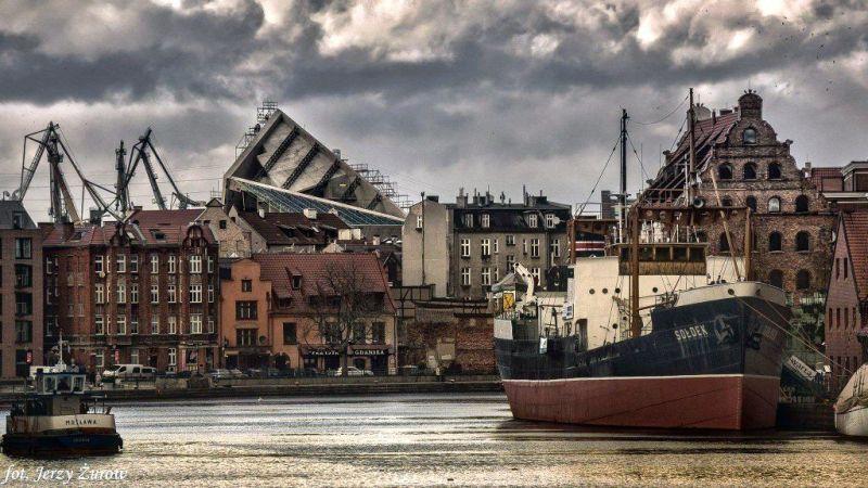 wyłaniające się Muzeum II Wojny Światowej fot. Jerzy Żurow