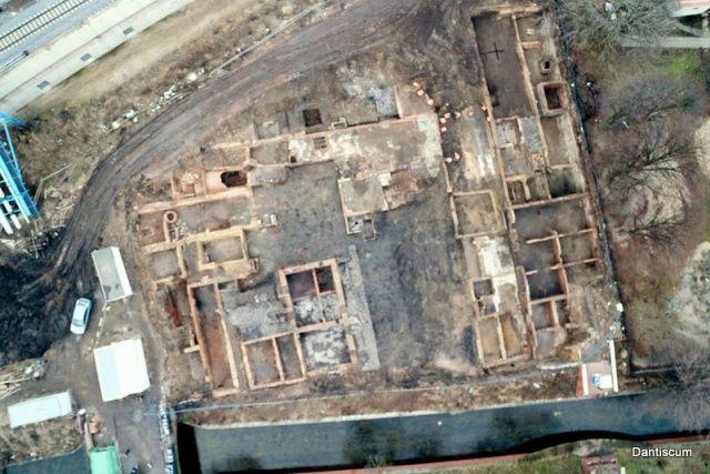 Relikty kamienic widziane z drona