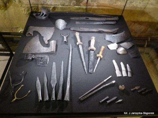 Militaria z wykopalisk na Targu Siennym