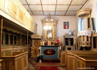 ławki w kościele w Krzywym Kole