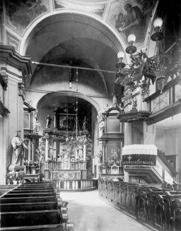 wnętrze kaplicy przed wojną