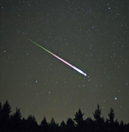 Ślad meteoru z roju Leonidów