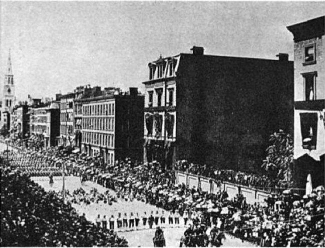 Fifth Avenue, 1885, rezydencje obu kuzynów