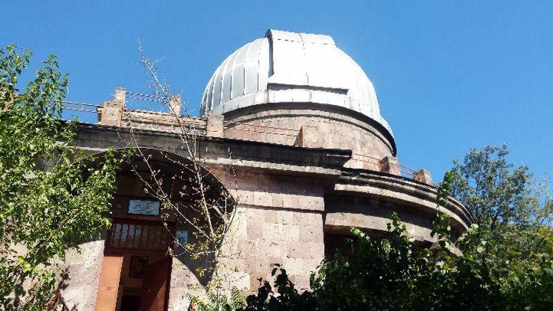 Budynek i kopuła obserwatorium uniwersyteckiego w Erywaniu