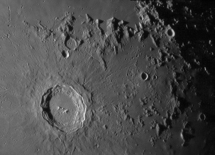 Teleskopowy obraz okolic krateru Kopernik i łańcucha Karpat (powyżej krateru), fot. Michael Vlasov