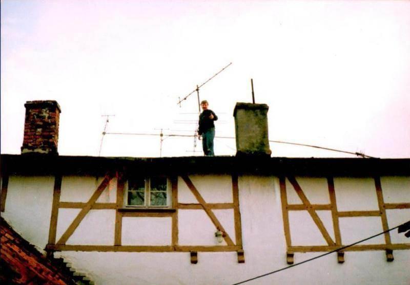 Założyciel Sky Orunia i siedziba telewizji na Nowinach Fot. archiwum Zbigniewa Klewiado