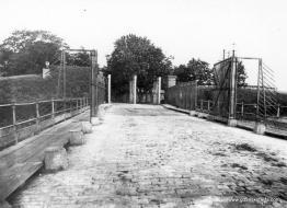Brama Żuławska (Elbląska) widziana z mostu