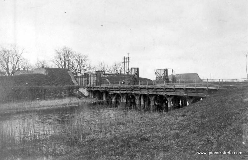 nie istniejącą obecnie Bramę Elbląską nazywano aż do lat czterdziestych XX stulecia Bramą Żuławską (Werder Tor)