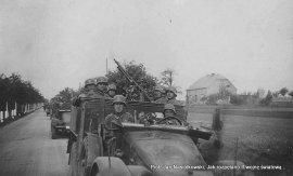 Kolumna niemieckiej 18 dywizji piechoty przekracza polską granicę