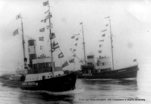 25 sierpnia 1939 r. Holowniki wychodzące z gdańskiego portu po Schleswiga- Holsteina