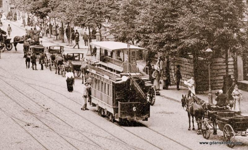 piętrowy wagon tramwajowy na Długim Targu