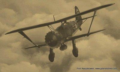 Dwupłatowy niemiecki bombowiec Henschel-123